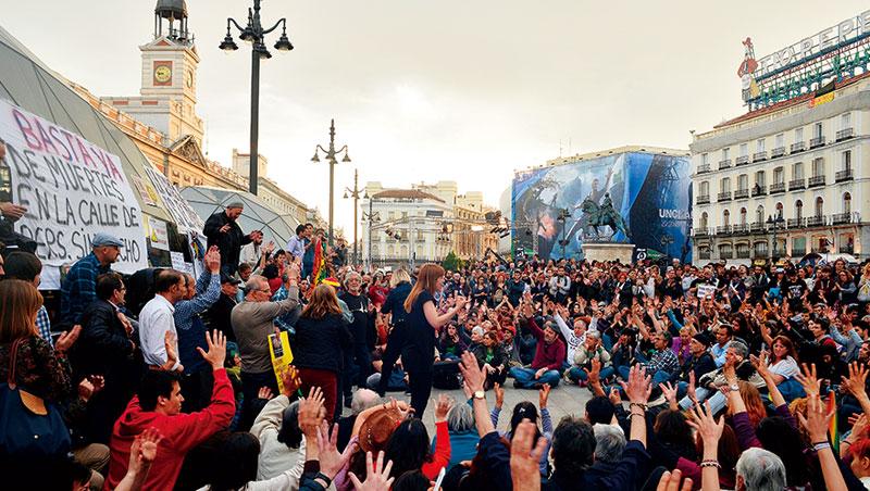 一場百萬民眾的抗議,化成西班牙新的政治文化和參與工具,民眾聲音能直接化為政策,信任終於一點一點修補回來。
