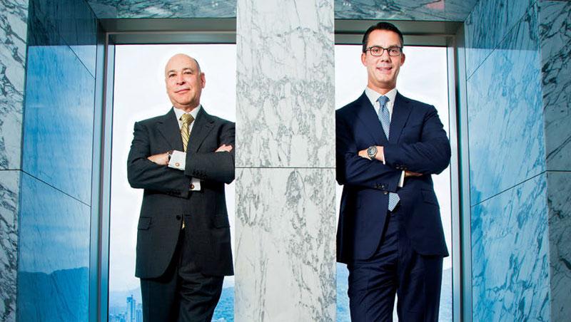 卡皮托(左)2009 年購併巴克萊國際投資管理不被看好,但事後證明這筆交易讓貝萊德資產規模不斷變大。右為認為亞洲仍遭低估的亞太區董事長杜禮安。