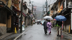 從不拿鍋鏟,到每天去超商搶打折肉!27歲台灣女孩:花光錢去日本打工換來整箱回憶,值得!