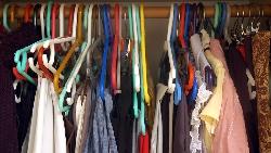 整理爆滿衣櫃,也是一種「理財」!把最常穿的衣服這樣分類,不再「總是少一件衣服」