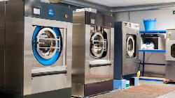 這台洗衣機,只要用「一杯水」就能把衣服洗乾淨!凱悅、希爾頓飯店都在用