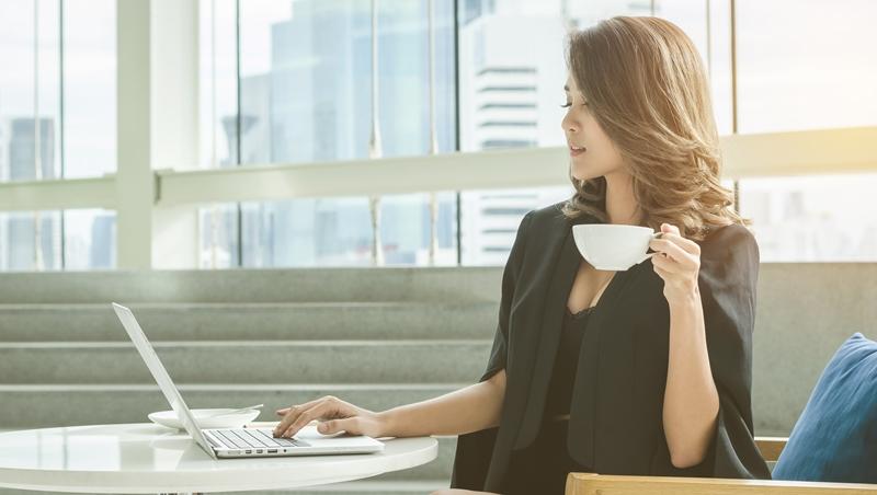 會議氣氛火爆,中間休息主管仍優雅的泡咖啡...一個故事告訴你,職場如何做到「200分的準備」