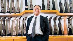 51歲彰化絲襪廠轉型 全球性感連身內衣王