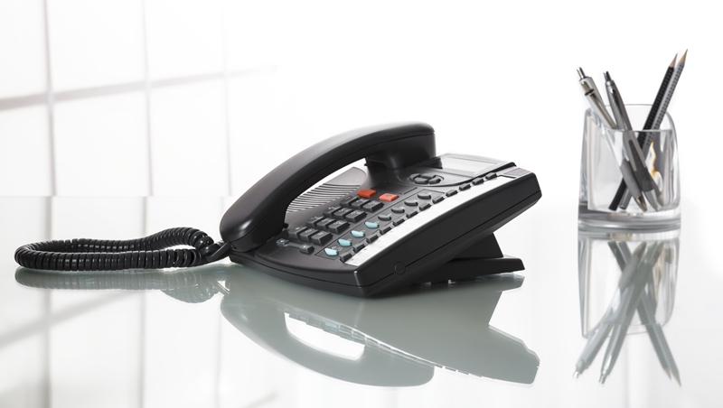 「他去洗手間喔~」幫主管代接電話,千萬不要這樣說!10個職場電話禮儀地雷