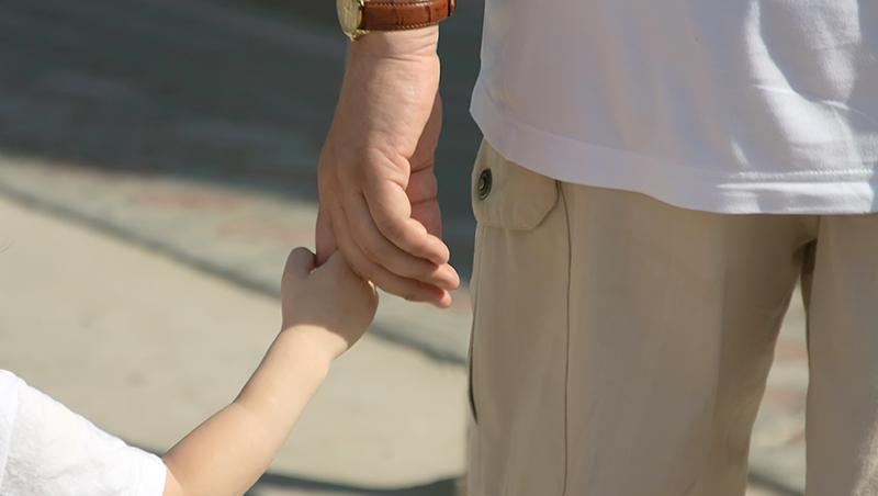「你讓弟弟一下有什麼關係?」父母先示範了「不尊重」,怎麼期待小孩尊重別人?