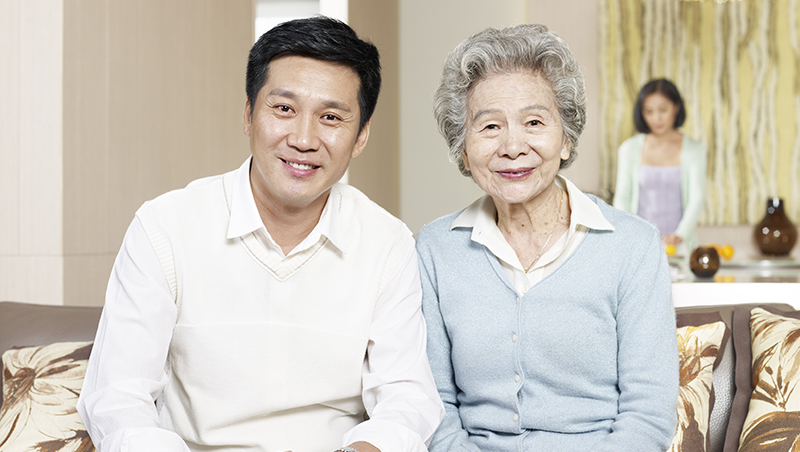 「妳就不能多體諒我媽一點嗎?」諮商心理師告訴你,為何先生總是站在婆婆那一邊?