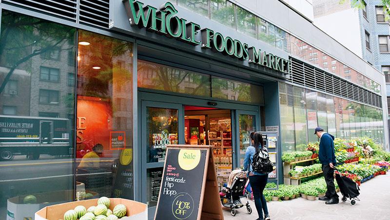 亞馬遜收購全食,強烈威脅實體超市,讓零售龍頭沃爾瑪股價大跌。