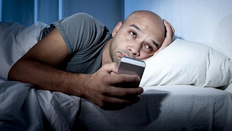 助眠App有用?休士頓大學研究:想睡好,最該丟掉的就是手機!