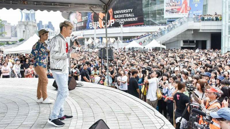 一個被諷「只會發垃圾」的網紅,竟然做到了!聖結石如何成為台灣最快破百萬的Youtuber?