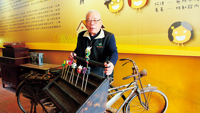 巫旗軍早年就騎著這台腳踏車賣捏麵人。