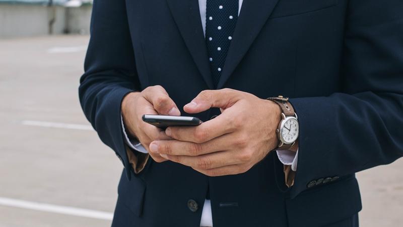 多益改版迎戰秘笈》兩個例子掌握:題目更貼近職場日常,通訊軟體的對話也會考