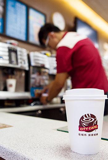 統一超商投入大量決心建立咖啡供應鏈,從設備、咖啡原料廠、咖啡配方及製程研發都自己來。