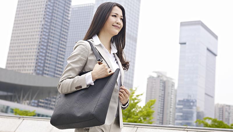 聚餐後陪主管唱歌是份內事!日本職場OL的「女子力」,連下班後的私人時間也在競爭