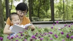 誰說生小孩要趁早?瑞典研究:「大齡媽媽」比年輕媽媽更長壽、小孩成績更好!