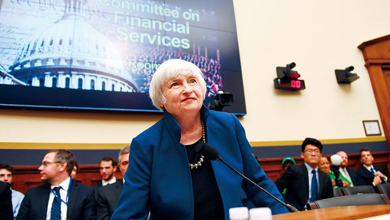 川普曾稱讚葉倫(圖)工作做得好,也曾說要換掉她,不過葉倫的鴿派緩升息作風,是讓美元弱勢、美股強勢的主因之一。