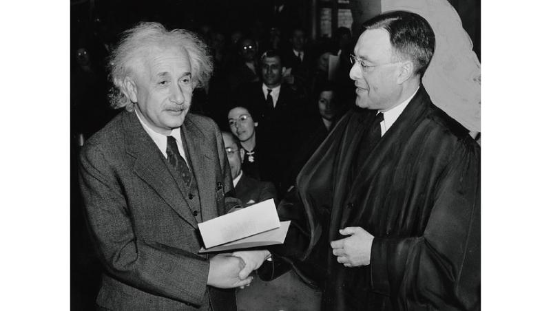 愛因斯坦  如何因為成功走上孤老路
