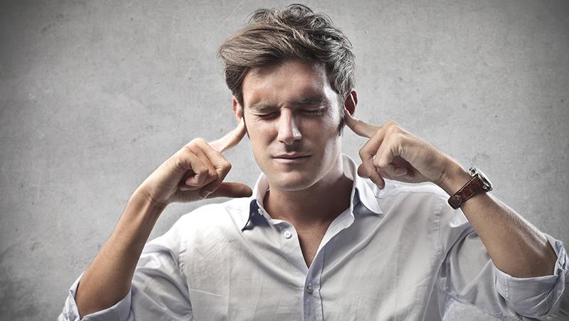 有時候邁向成功,你需要的只是在反對聲中,摀著耳朵向前走
