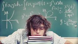不在乎分數的父母,孩子「零壓力」?一個國中生的告白:成績殿後,我會快樂嗎?