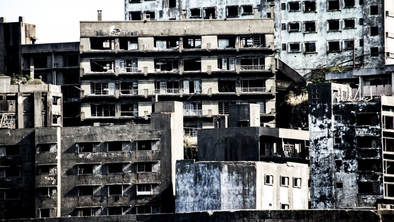 為何居民全數消失?50年前史上最擁擠、如今空無一人,日本最神秘的禁忌城市