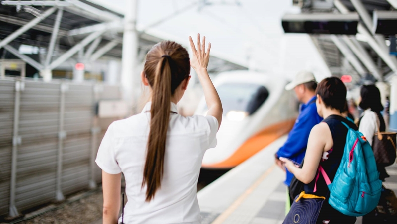 為什麼高鐵女服務員都綁「高馬尾」?形象管理專家分享:3個害你形象被扣分的髮型地雷