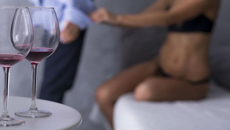一時糊塗出軌,發生一夜情,你應該對女友誠實嗎?說與不說,關鍵在這裡!
