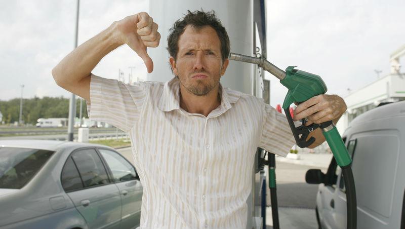 加油站卻拚命推銷商品...一個臭臉工讀生給我的啟示:盲目推銷,只會讓老客戶急速流失