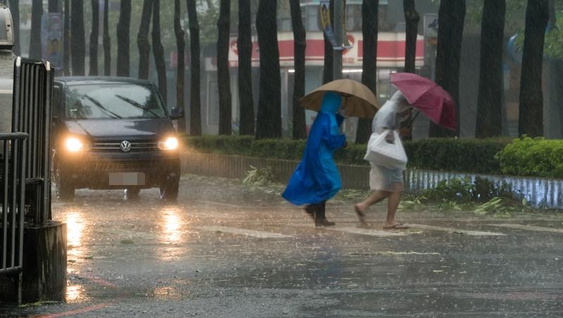 颱風假真能討好小確幸選民嗎?統計結果顯示:放對假才會