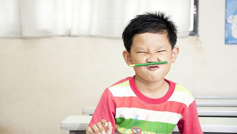 小時候的壞不是壞!聯絡簿被寫滿紅字的小孩,長大如何變成最懂「問題兒童」的特教老師?