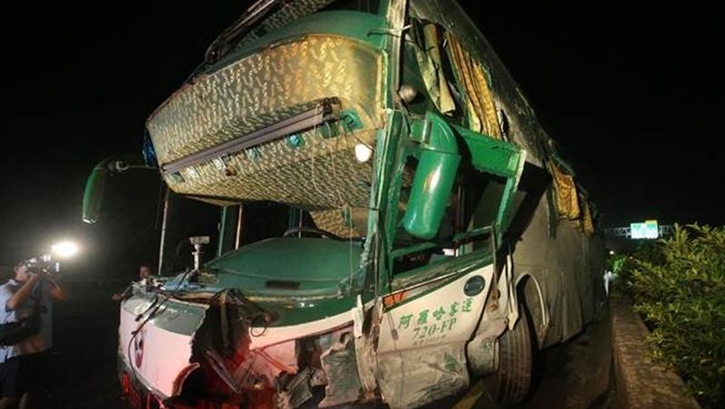 國道1號岡山交流道重大車禍 造成6死11傷