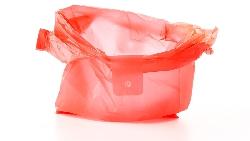 """別搞錯了!在店裡聽到""""Do you take plastic?""""不是在問「塑膠袋」,而是....."""