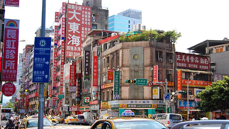 台灣最美麗的風景?一棟大樓至少十幾個招牌...台灣人一開店,就有莫名其妙的「惡性自戀」