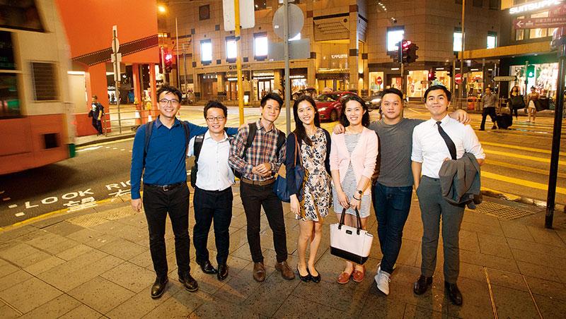 「台灣學生習慣學有興趣的,香港是學未來有用的。」這群港大台灣畢業生,站在國際人才競爭激烈的中環,說起赴港5 年最深的體悟。