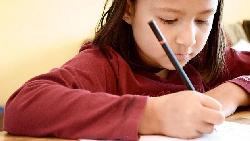 「罰站」跟「罰寫」不會改變一個人,「罪惡感」才會!一個老師這樣用愛與接納改變孩子