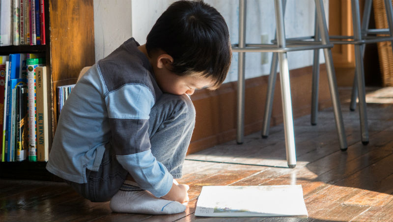 自學會造成孩子「社交障礙」?下課只有10分鐘、上課「安靜不能講話」的學校有比較好嗎