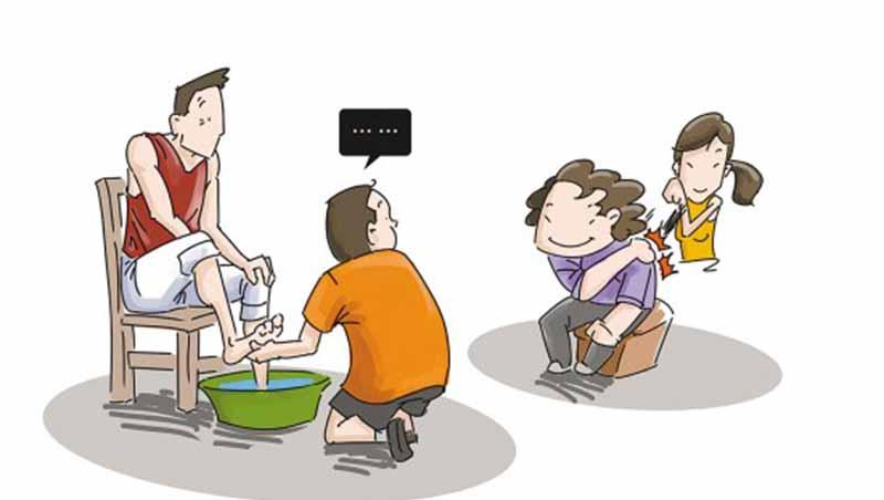 「洗腳」不是孝親,是洗腦!自認為奴不是美德,是教孩子順從諂媚