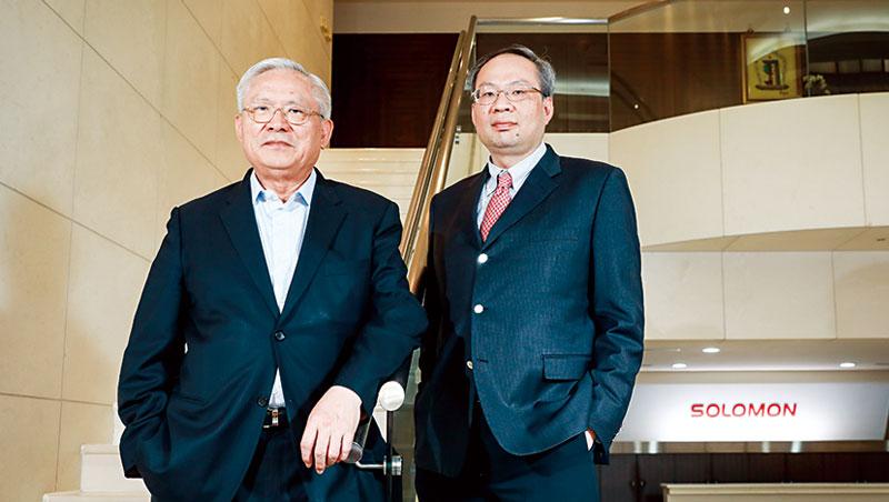所羅門轉型在父親陳健三(左)的大破後,兒子陳政隆(右)接續開創3D視覺等新事業,他坦承,肩負二代接班,交出成績單的壓力。