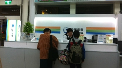 砸話機、怒譙三字經...面對「大哥級」奧客,我在中華電信目睹:櫃台如何做到優雅的服務