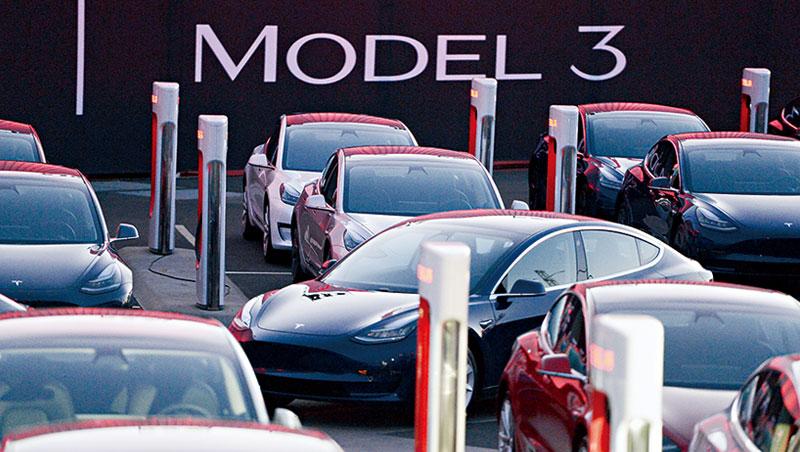 Model 3生產進度落後,讓特斯拉股價下挫,也拖累台灣供應鏈股價。