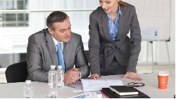 水,是開會的基本禮貌!57歲董事長透露:一間公司賺不賺錢,看5個小地方就知道
