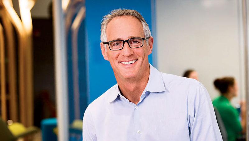 現任董事長佩里尼(圖)因極看好基礎醫學公司,上任後,從位於美國西岸加州的自家,到東岸麻州波士頓遠距通勤上班。