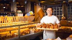最慘時一天只賣出5個可頌...打敗18國代表,37歲麵包師傅用「大湖草莓乾」奪下「世界麵包冠軍」
