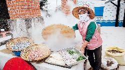賞浮球彩繪 吃魚灶現煮小卷麵線
