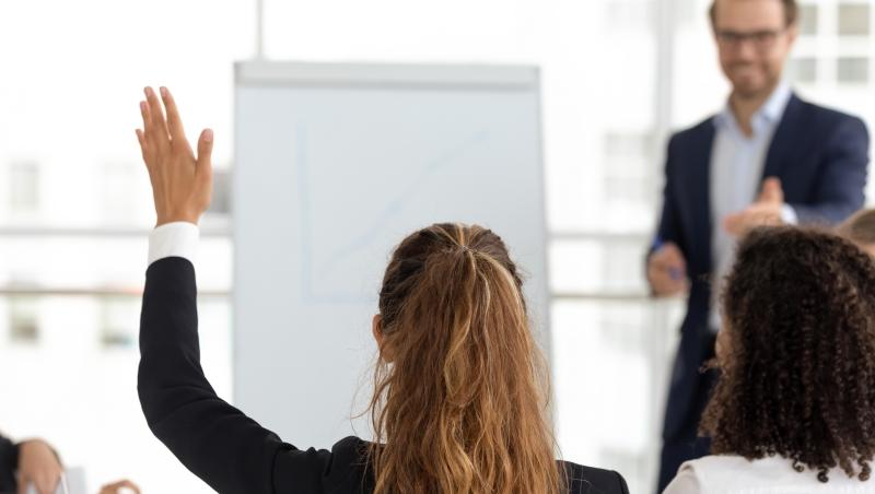 讓員工「提案改善」,開明有效率?民主式管理常見後果:自由發揮變一事無成
