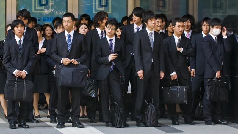 幫忙分菜、倒茶酒、加點...一個台灣女生在日本工作觀察到的「潛規則」