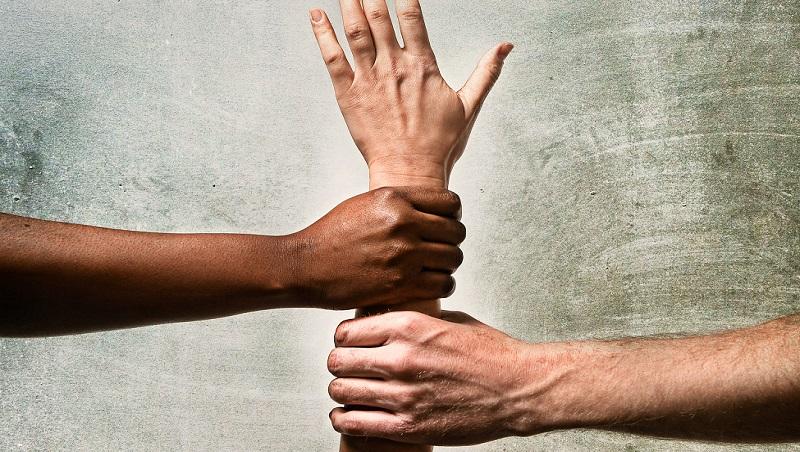 形容「膚色」的正確用法:不能用white或black,來學道地的英文說法