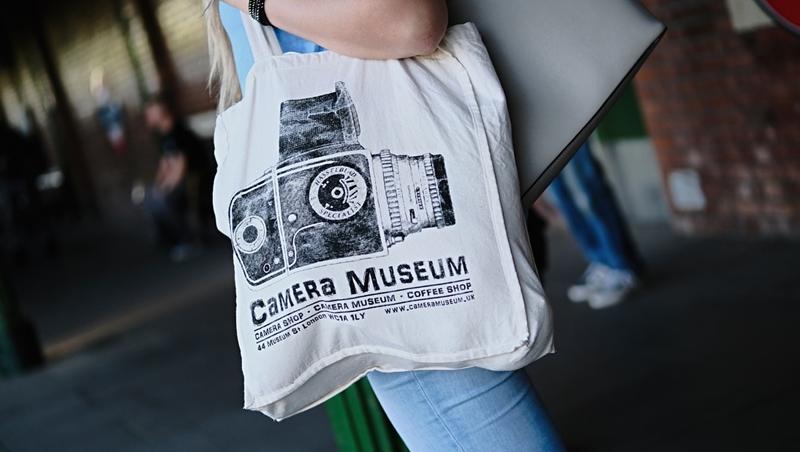 拜訪客戶,從「百貨公司紙袋」拿出文件大NG!如何挑選有專業感的購物袋