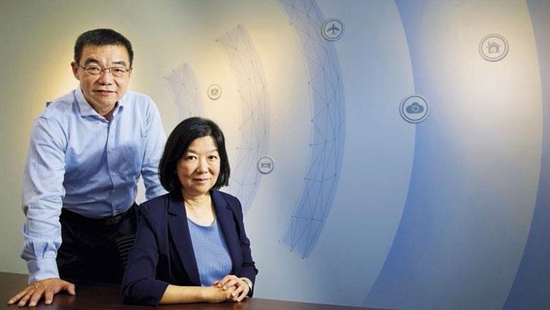立積電子 董事長:馬代駿(左)、總經理:王是琦(右)