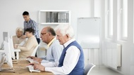 歧視罰150萬!《中高齡就業法》要65歲勞工返職場,為何律師認為對企業利大於弊?