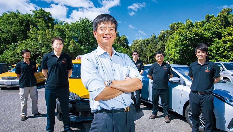 台灣大車隊董事長林村田(左3)調降收費搶客,並大找代理駕駛,硬槓台灣代駕。