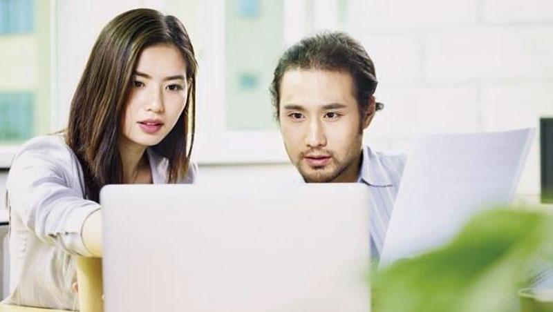 研究韓國文化的論文分析,政府可說是男尊女卑的元兇:女性曾是促進邦交、觀光的工具,因此無論輩分,常被當陪襯品。